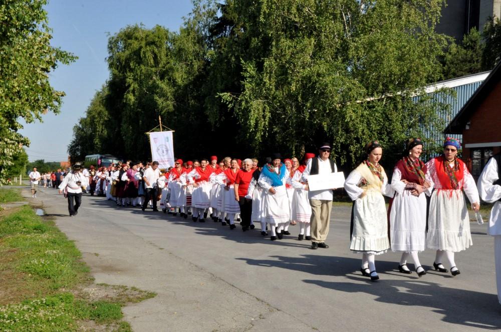 Tijelovska procesija ulicama Èaèinaca