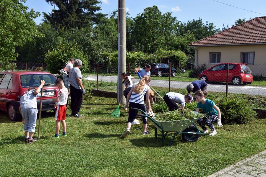 Uređenje dvorišta škole (1)