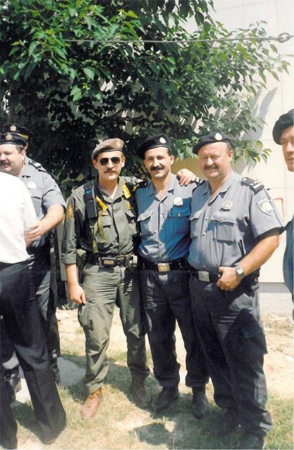 Drniš 06081995 Mirko prvi s lijeva s bratom Josipom drugi s lijeva Custom