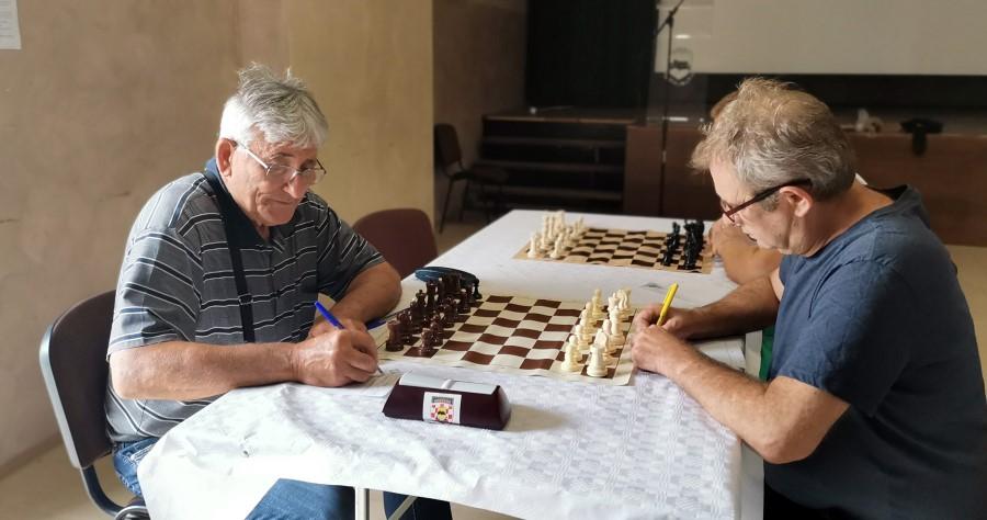 1407sahorahovica 3 Vladimir Plesa lijevo jedan od starijih u klubu Custom