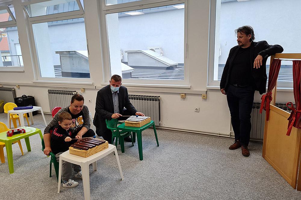 Gradonačelnik Ivica Kirin obišao novouređeni prostor Glazbene igraonice u Centru kulture: Interes djece sve veći